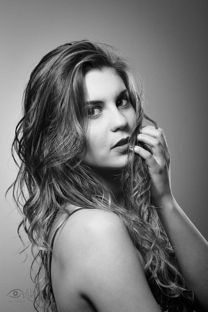 Tiffany en noir et blanc shooting photo en studio clin d 39 oeil ponot photographe au puy en - Photo noir et blanc femme de dos ...