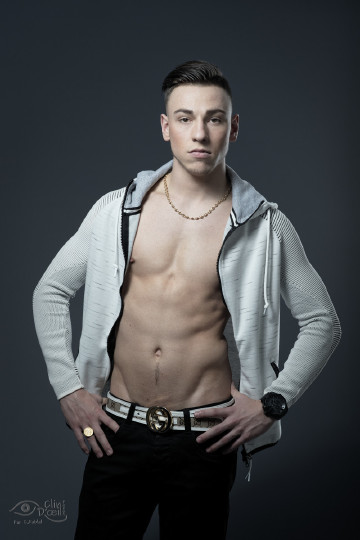 Shooting photo modele homme veste ouverte